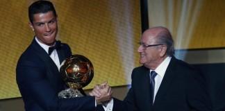 رونالدو يفوز بالكرة الذهبية.الأول