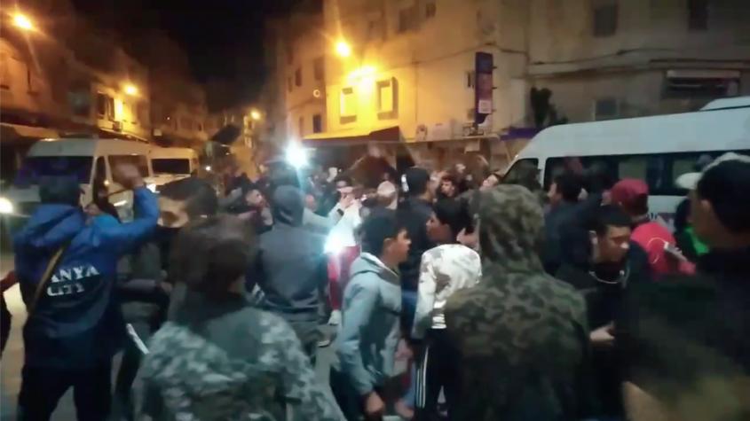 مواطنون بطنجة يتحدون حظر التجول ويحتجون من أجل صلاة التراويح